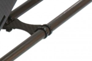♦Tail boom support rod retainer.